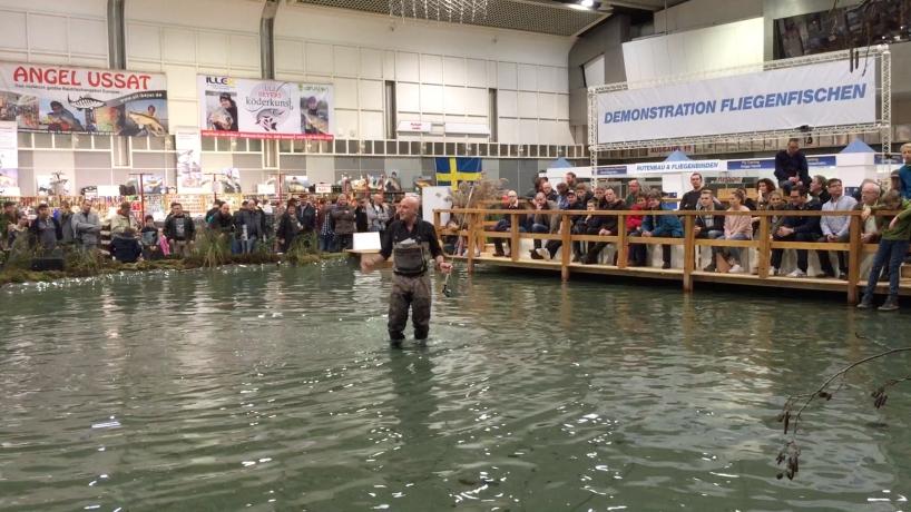Video - Angelfilm - AiD Angelportal - Messe für Angelfischerei FISCH & ANGEL in den Westfalenhallen Dortmund - Demonstration Fliegenfischen