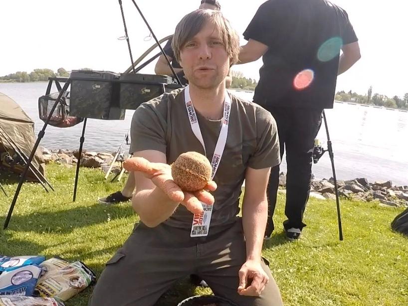 Futterkugel herstellen Foto 5 - Fishing Masters Show 2018 - Beetzsee - Brandenburg an der Havel - Deutschland