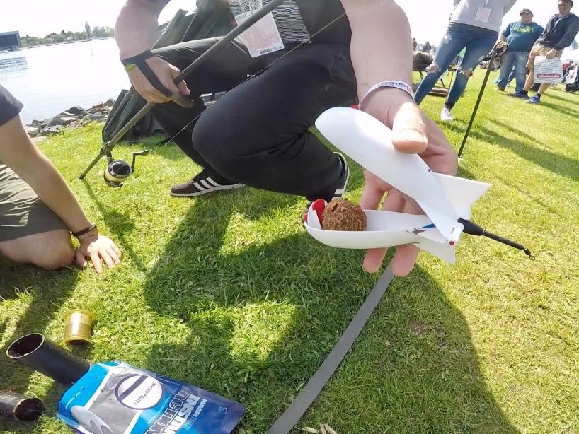 Anwendung Futterrakete Foto 4 - Fishing Masters Show 2018 - Beetzsee - Brandenburg an der Havel - Deutschland