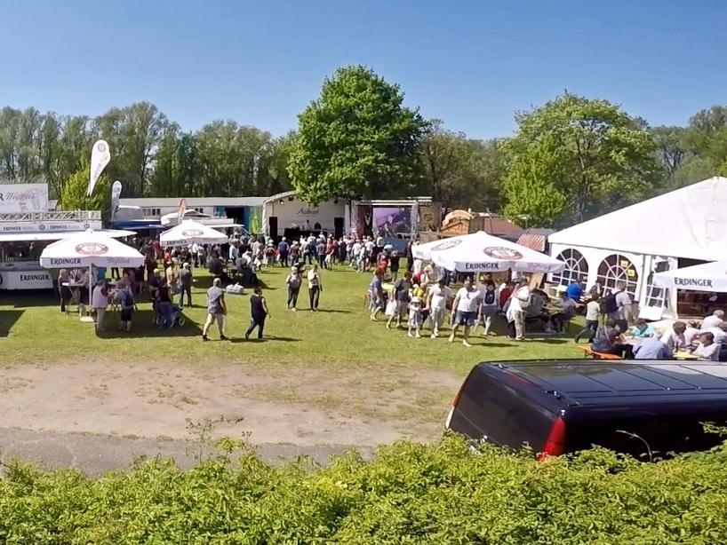 Veranstaltungsgelände mit Besucher - Fishing Masters Show 2018 - Beetzsee - Brandenburg an der Havel - Deutschland